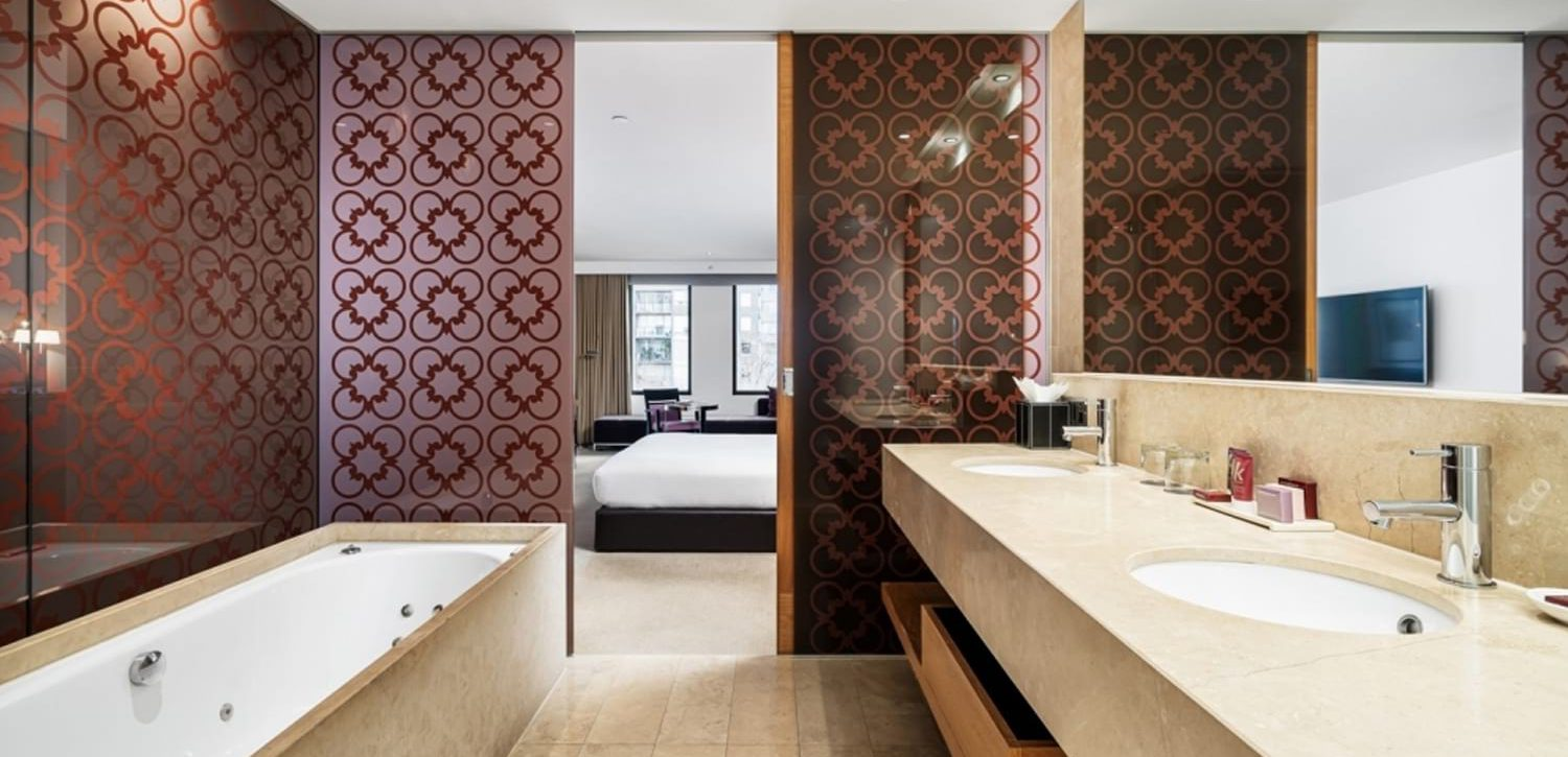 royce-hotel-melbourne-Executive-Spa-Suite-bathroom | Royce Hotel Melbourne